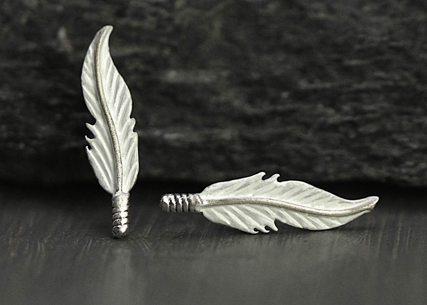 Sterling white feather ring. Silver and enamel